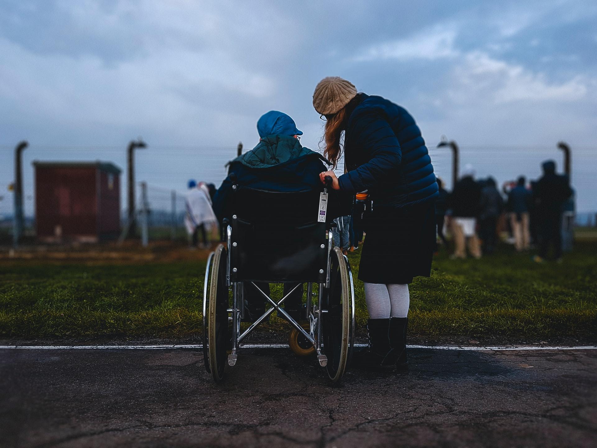 aide d'un handicapé